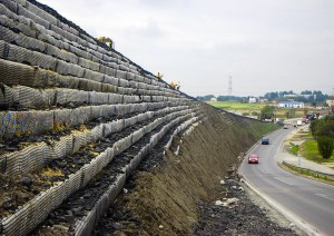 Nasyp zbrojony geosyntetykami (V kategoria szkód górniczych) − INORA Sp. z o.o.