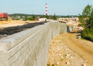 Mur oporowy z gruntu zbrojonego o wysokości do 12 m w ciągu drogi ekspresowej S7 − INORA Sp. z o.o.